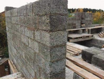 стена дома из арболита