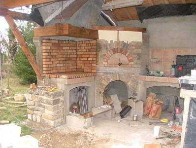 строительство летней кухни из кирпича