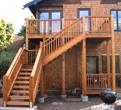 деревянная уличная лестница