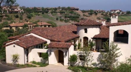 испанские дома с терракотовыми крышами