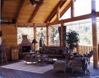 деревянная терраса с барбекю