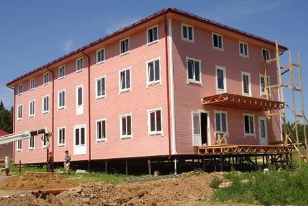 трехэтажный дом на на сваях