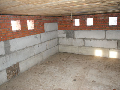 цокольный этаж в доме под гараж