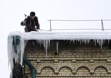 уборка наледи с крыши