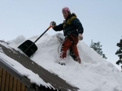 много снега на крыше