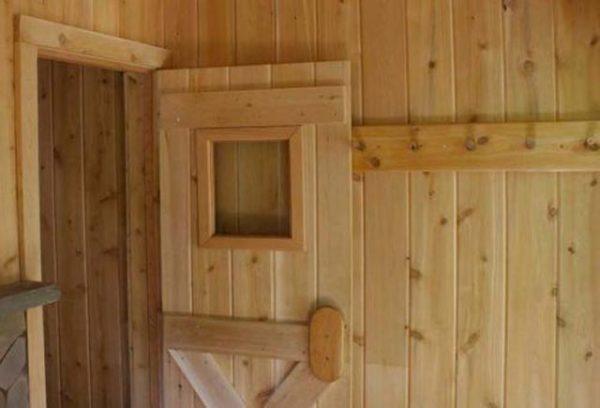 дверь с окошком