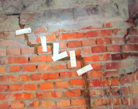 замазывание трещины забор