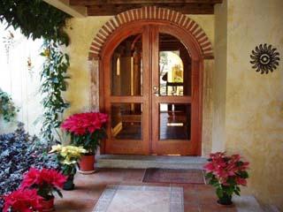 входная стеклянная дверь в дом