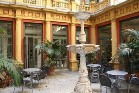фото испанского дворика