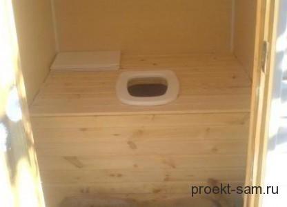 внутренняя отделка дачного деревянного туалета