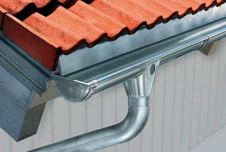 водосток на крыше