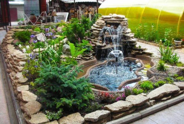 фонтан с растениями