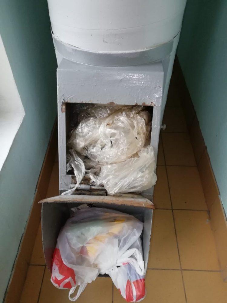 Засор в мусоропроводе