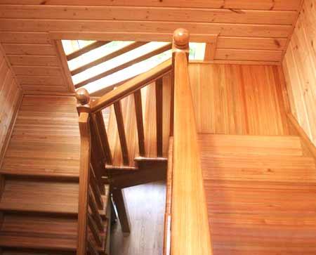 деревянная забежная лестница
