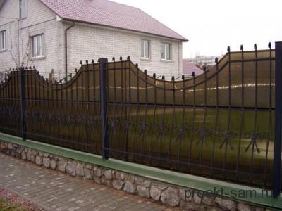 забор из тонированного поликарбоната