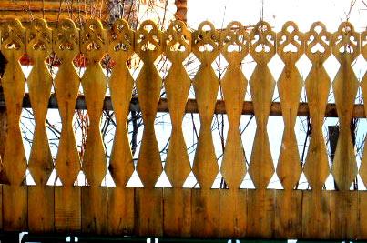 кружевная резьба на заборе