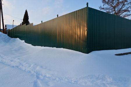забор зимой