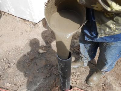 заливка фундамента через металлическую трубу