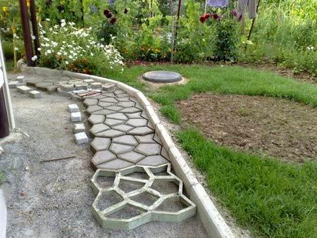 самодельная бетонная тропинка