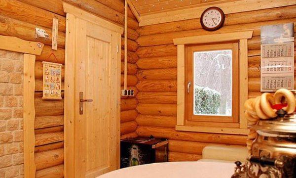 двери из дерева в бане